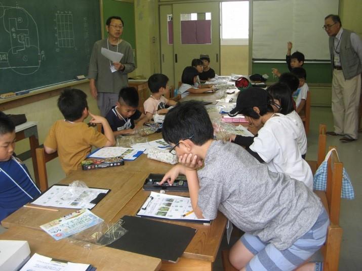 ふりかえり(児童の観察結果の発表と補足説明)